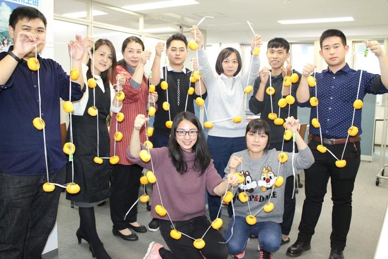 October 25, 2017 Making dried persimmons (Nagano Campus)
